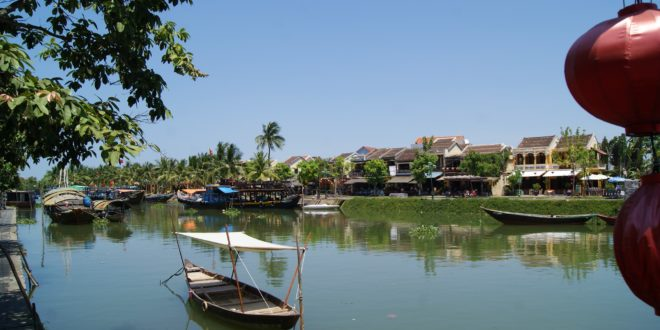 Fluss Thu Bon in Hoi An in Vietnam